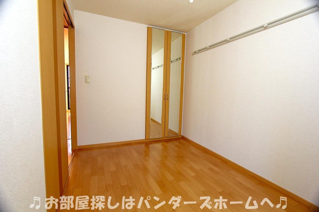 中部屋タイプの室内写真です。