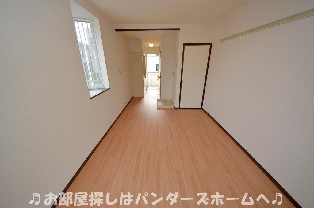 中部屋は出窓無しタイプになります。
